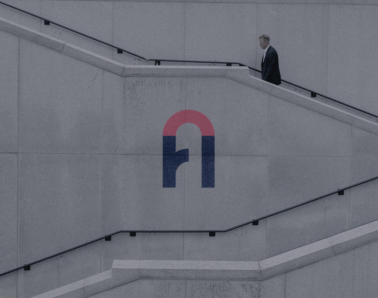 homme d'affaires monte les marches d'un escalier