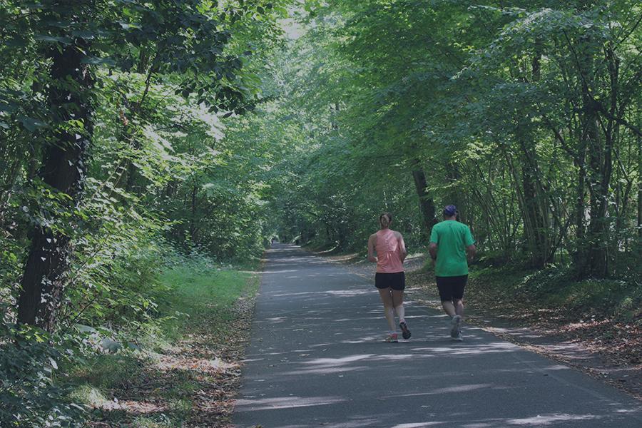coureurs dans le parc de la Poudrerie